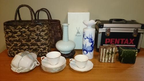 出張買取の池屋で買い取った花瓶やカップ