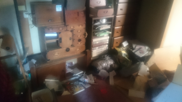 美術品や古い家具など出張買取の池屋で買取った骨董品