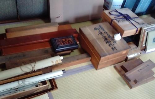出張買取の池屋が買取った掛け軸などの骨董品