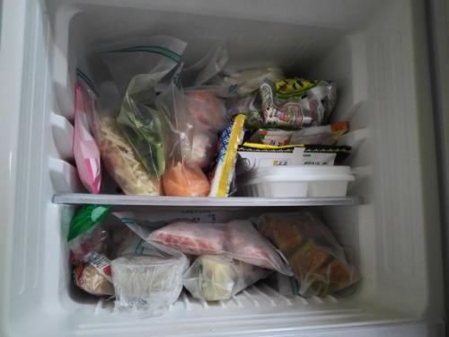 冷蔵庫の中身の多くには「賞味期限」「消費期限」があり必要・不要の判断がしやすい
