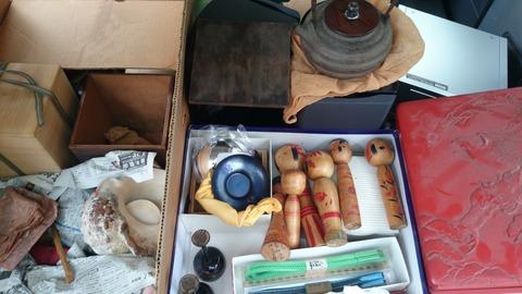 出張買取の池屋で買い取った龍文堂の鉄瓶、こけし、茶托など