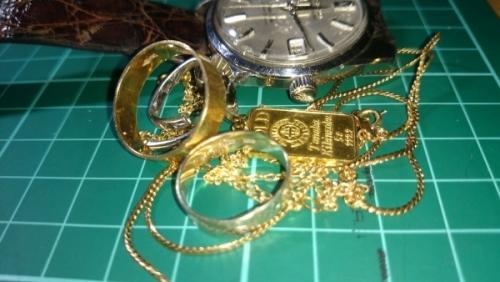 出張買取の池屋で買い取った貴金属、アクセサリー、腕時計