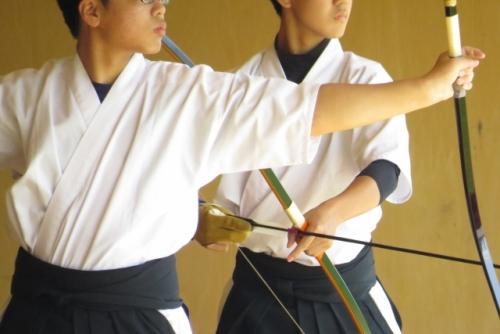 出張買取『池屋』のWebサイトで使用した弓道のフリー素材