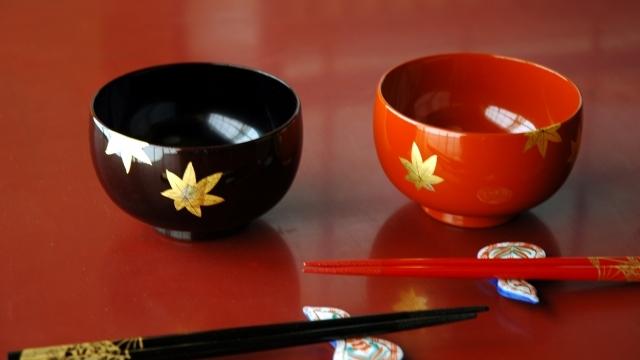 漆器の見分け方ー本物の漆塗りとニセモノの違いと山田平安堂