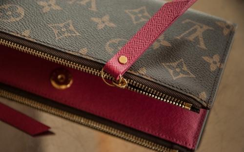 フリー素材 ヴィトンの財布