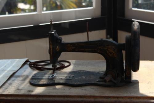 出張買取『池屋』のWebサイトで使用した足踏みミシンのフリー素材